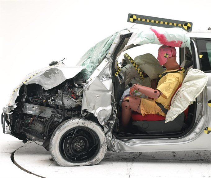 Fiat 500 crash test 25% surface frontale - après test